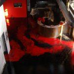 pavimentazione in resina Salone Roso e Nero